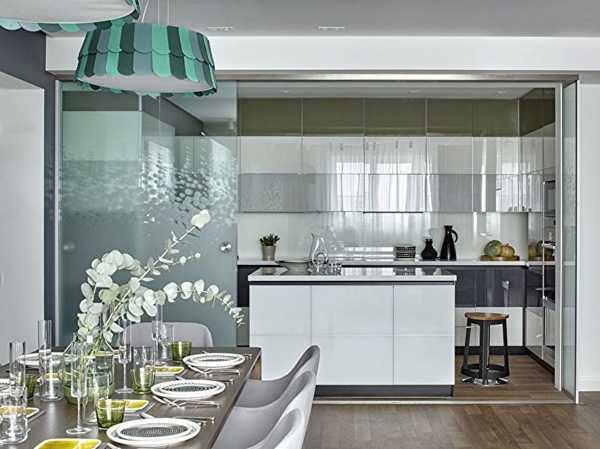 Раздвижные стеклянные перегородки для квартиры