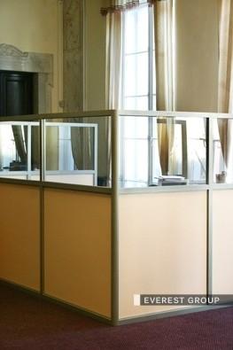 Для чего нужны офисные перегородки?