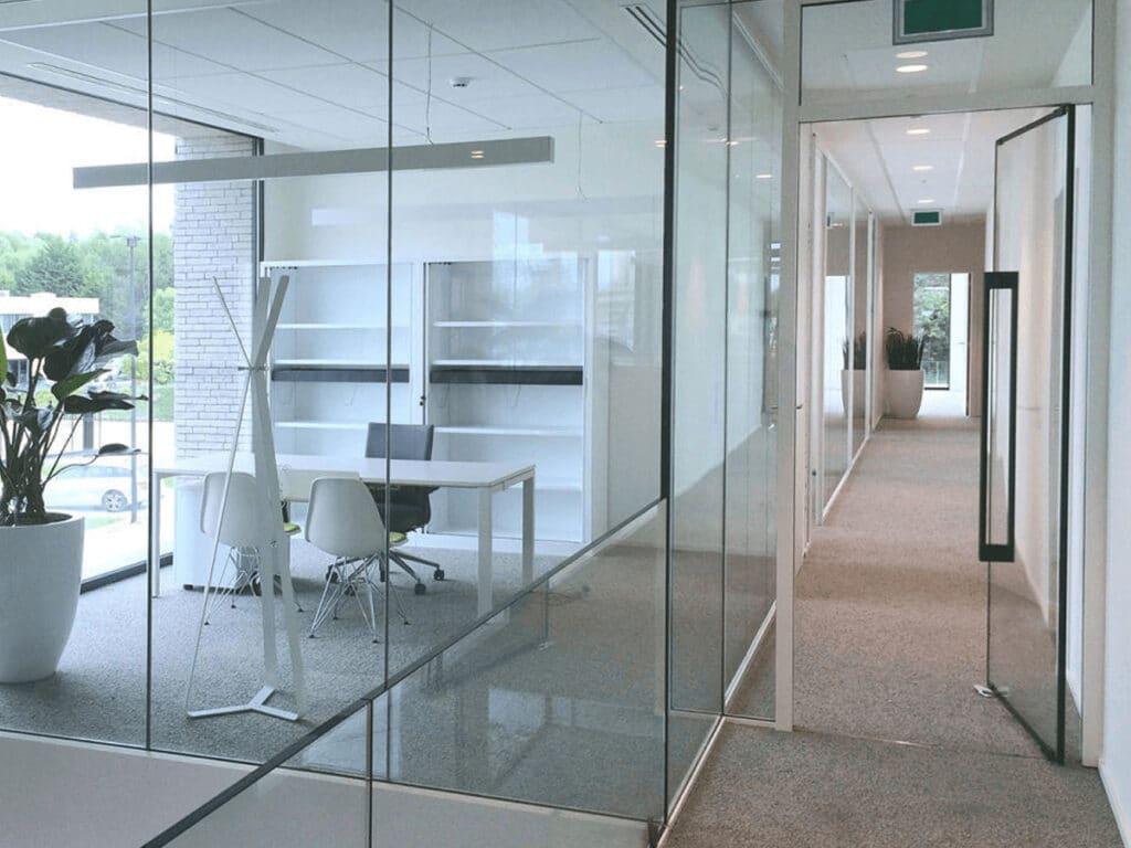 Как выбрать офисные двери